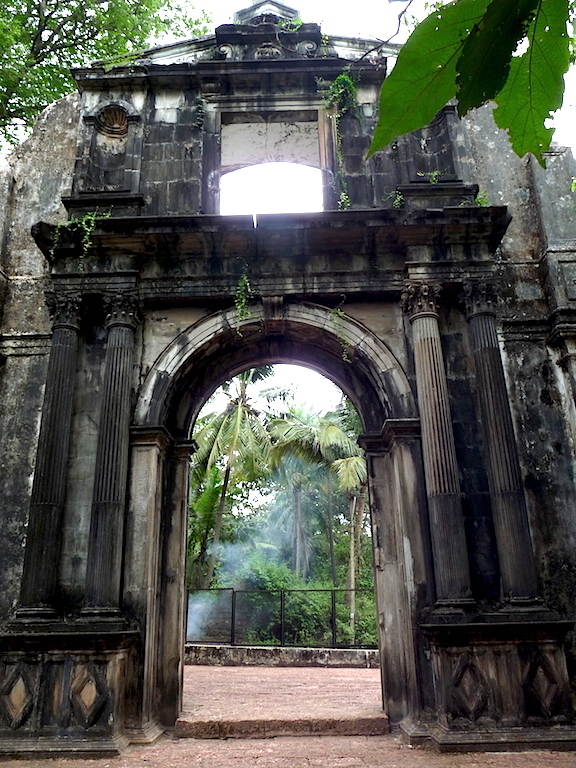 The Gate of the now extinct College of St Paul, a Jesuit school and later college founded by St Francis Xavier in 1542. It was once the preeminent Jesuit institution in all of Asia. After frequent outbreaks of plague in 1578, the building was abandoned and fell into disuse. Today, only the arch remains.